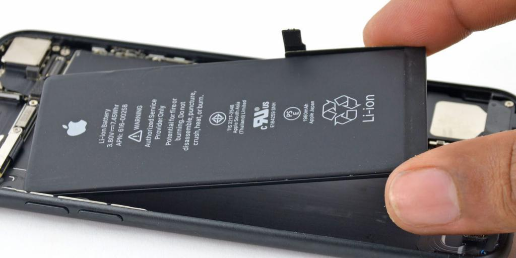 """Замена батареи """"Айфона"""""""